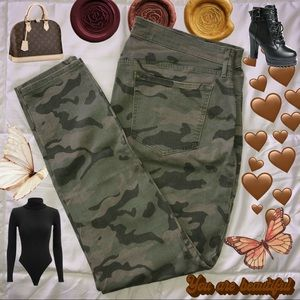Old Navy Rockstar MidRise Camo Jeans 🐝